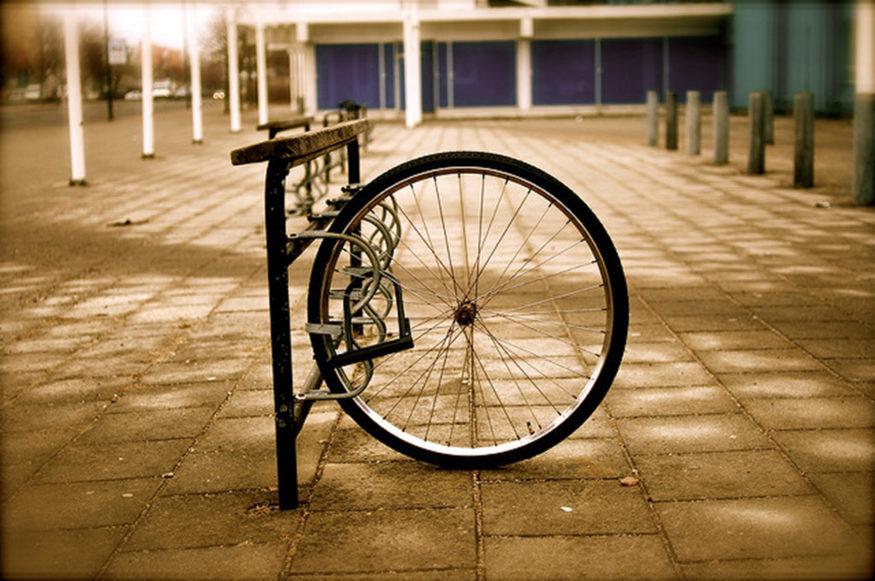Alleenstaand wiel van gestolen fiets
